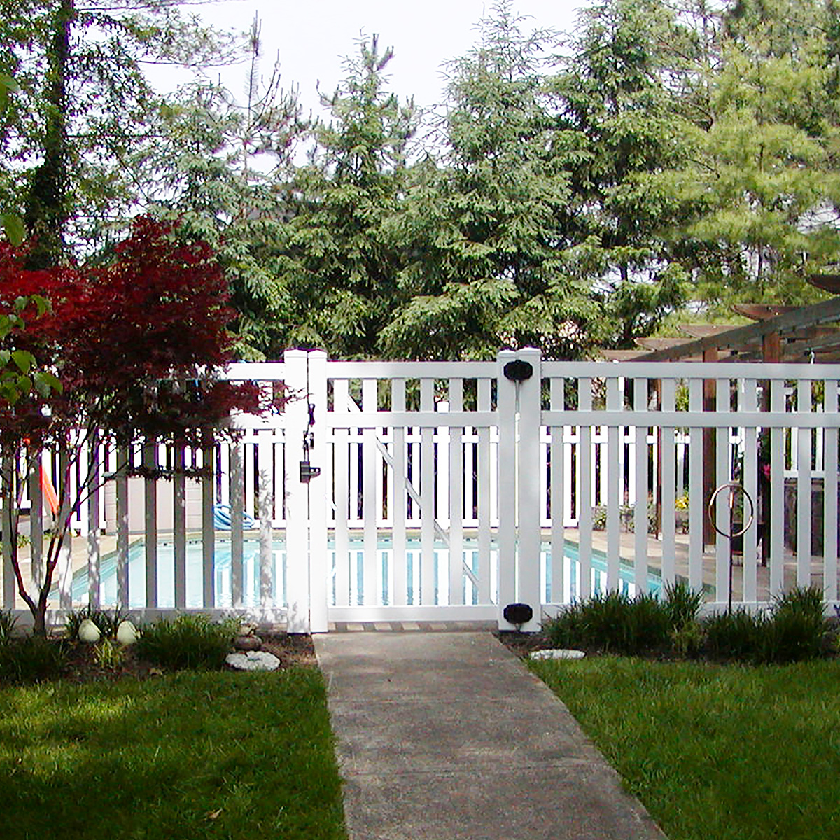 The Benefits Of Vinyl Pool Fencing